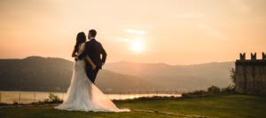 Sposi al tramonto su lago di como