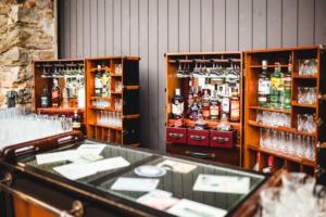 Allestimento bancone bar vintage