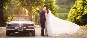 Sposi con macchina vintage