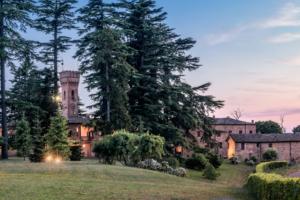 Antico borgo per matrimoni al tramonto