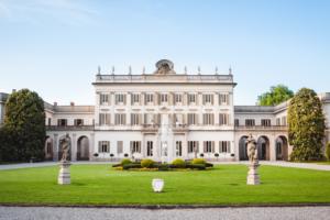 Location neoclassica per matrimoni the white rose