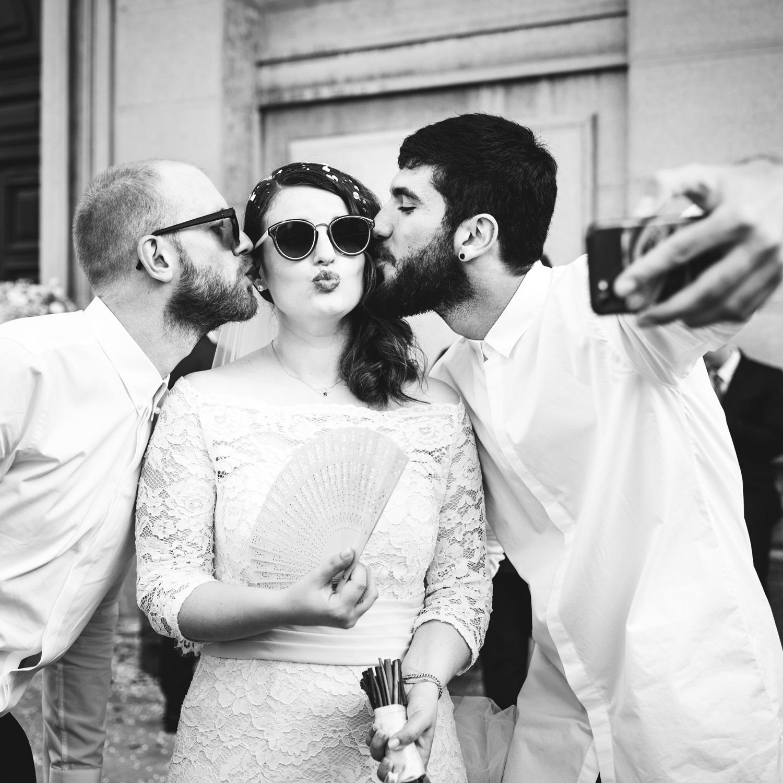 Ritratto sposa con amici