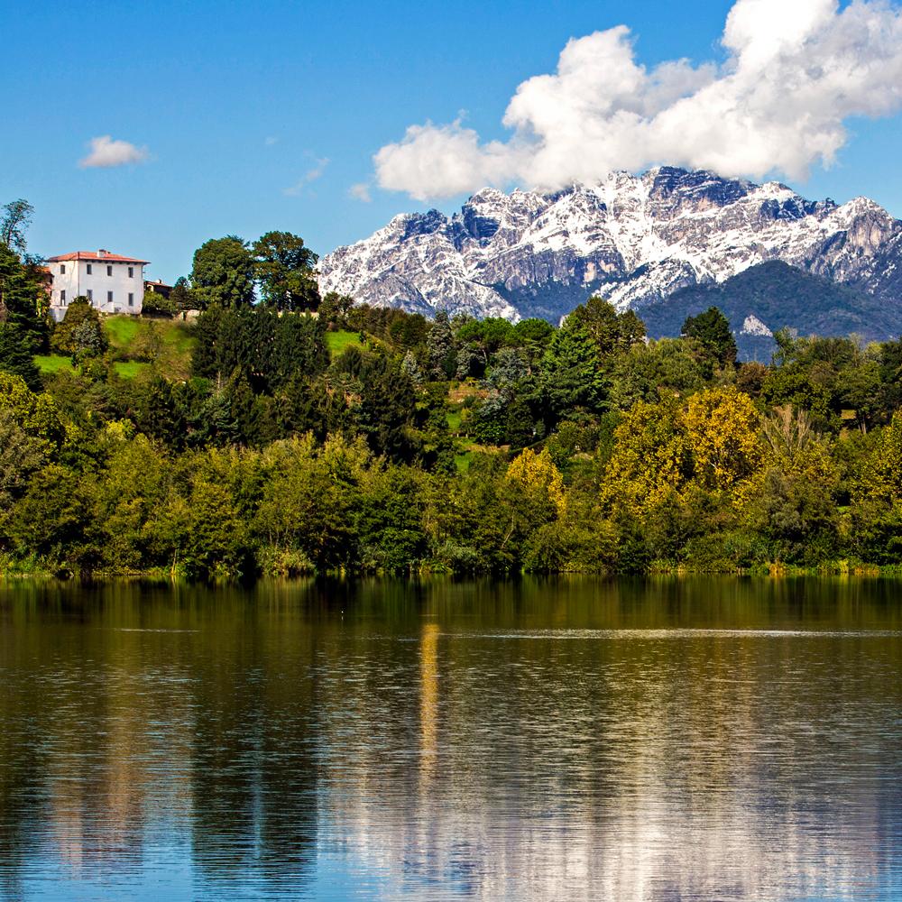 Villa per matrimoni su lago con montagne