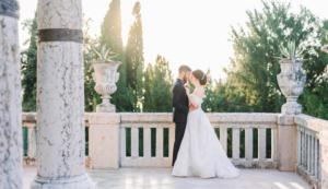 Foto di sposi in villa classica